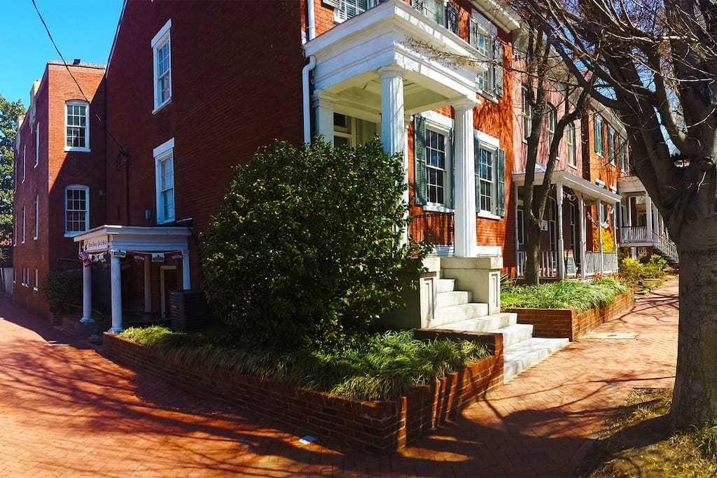 Inn at patrick henry 39 s poe suite in richmond virginia united states for 2 bedroom suites in richmond va