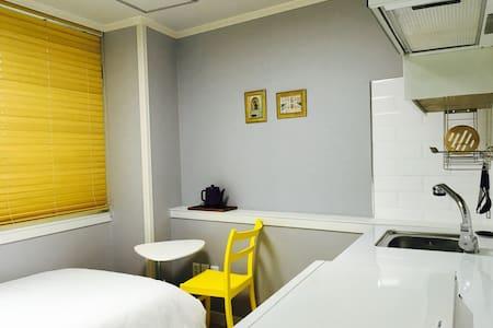 A classy&cosy singleroom@Daehakro - 서울특별시 - Huoneisto