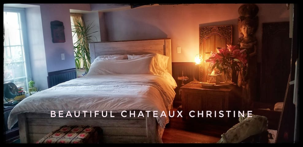 Beautiful Chateaux Christine Garden Apartment.
