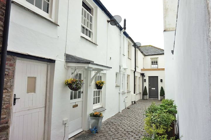 Albert Place - trad Cornish fishermans cottage