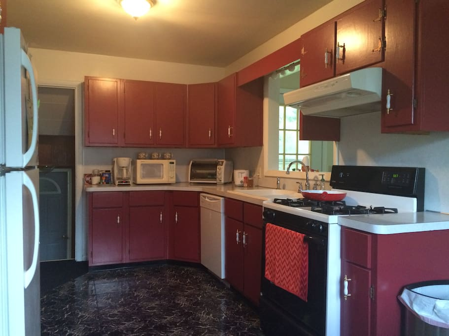 spacious kitchen, gas stove, coffee/toast available, microwave, toaster oven, plenty of room for groceries/leftovers in fridge!