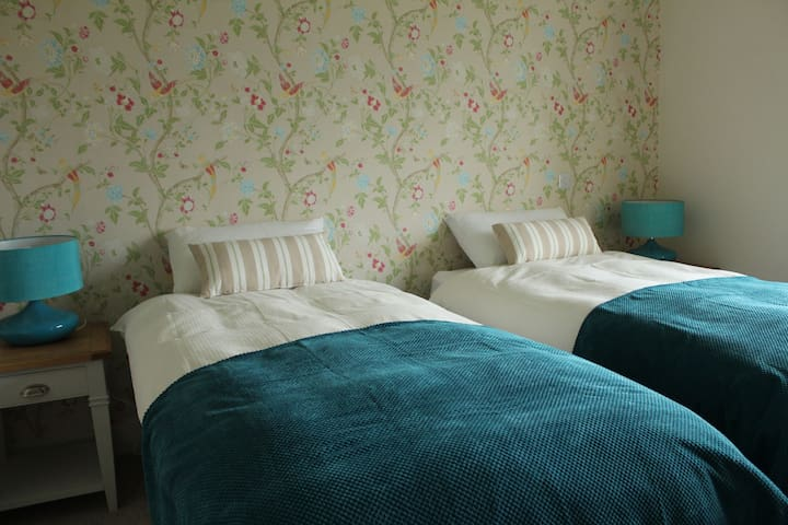 Luachra Lodg(URL HIDDEN)Teal Room - Killarney - Bed & Breakfast