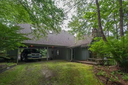 Private home w/ pond & mtn views - Brevard - Talo