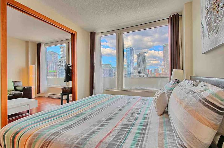Amazing view! Old port&downtown, king bed, parking