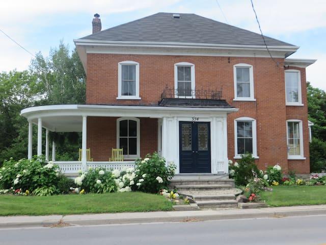 4 Bdrm House - Prince Edward County