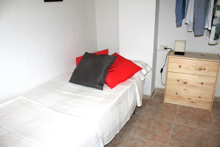 Single room in Valencia+wifi - València - Appartement