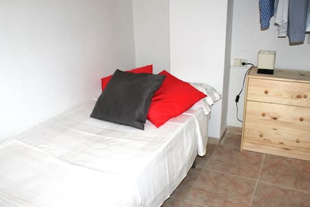 Single room in Valencia+wifi - València - Wohnung