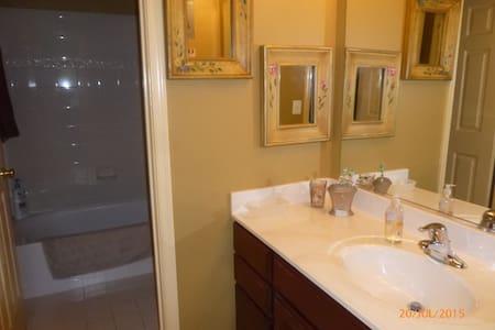 Private room w/ private bath - House