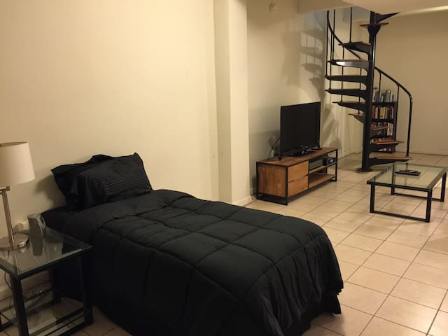 Spacious & Private Room in Upscale UES Area - New York - Appartement