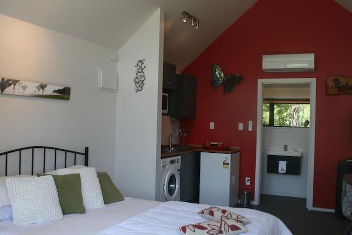 Kahukura Lodge - Little River - Lägenhet