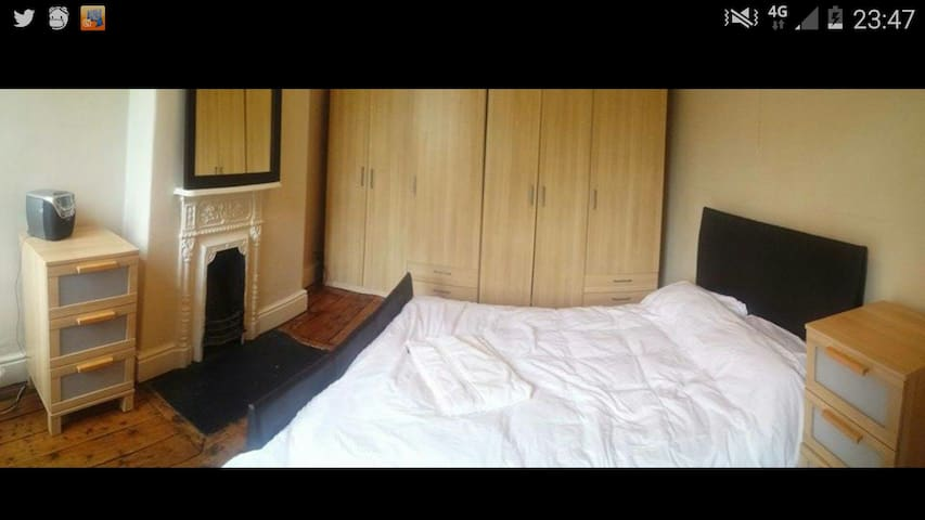 Double room in a great area! - Eccles - Rumah