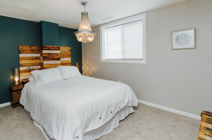 """Queen pillowtop bed,  custom headboard, 36"""" tv in room with: spectrum cable, Netflix and roku. Desk, and large closet in room."""