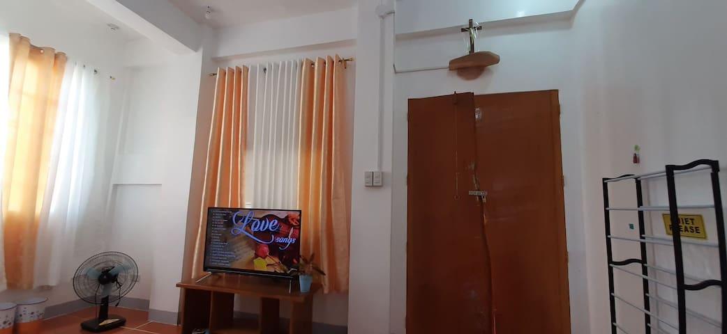 Mark301 Family Room Annes' Ville