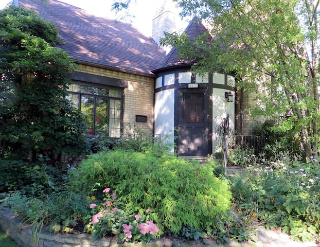 Two rooms for up to 5, lovely home - Evanston - Huis
