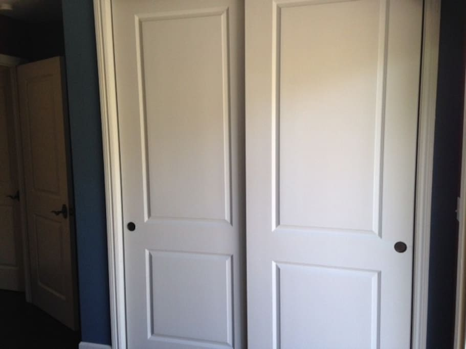The wardrobe available in the room.