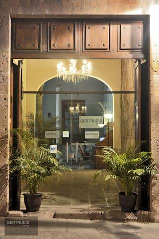 Gertrudis Hotel - Morelia - Bed & Breakfast