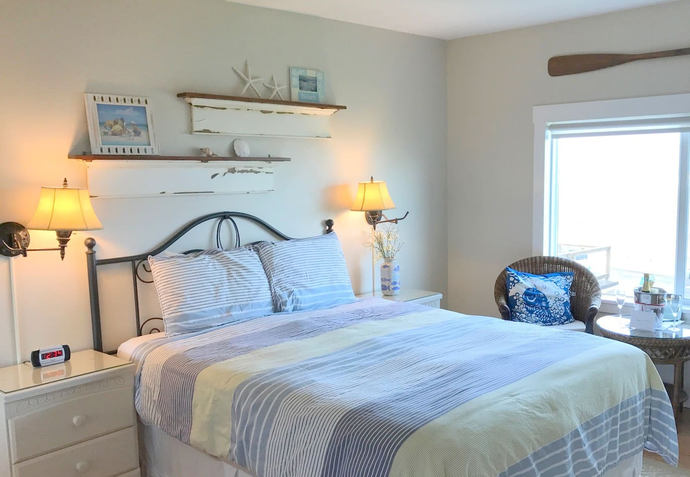 You can watch the ocean from the comfortable Queen bed!