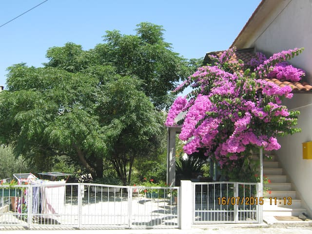 "Studio apartment ""Totolovica"" - peacefully garden - Trogir - Apartamento"