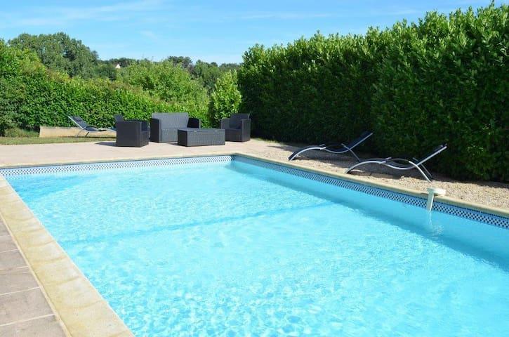 Villa 8pers, piscine, animaux ok - Marcillac-saint-quentin - Villa
