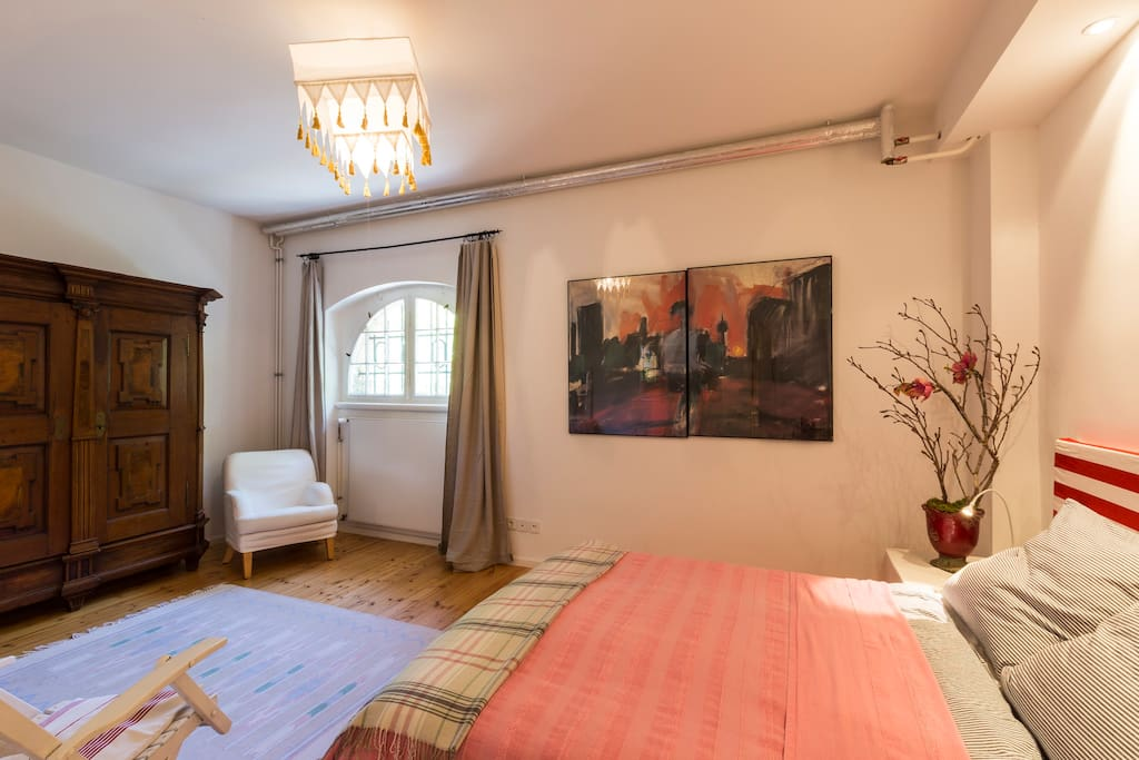 Schlafzimmer mit Morgensonne