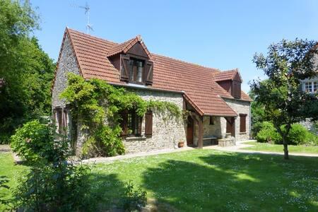 Stable Cottage - Close to beaches - Saint-Nicolas-de-Pierrepont - Hus