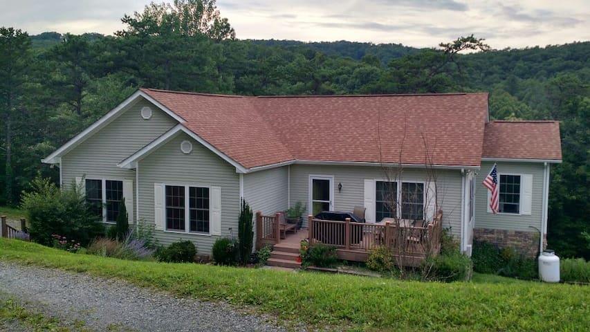 Blacksburg VA Tech-Home 12+ Guests Family Friendly