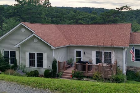 10+ Person Home - Family Friendly - Blacksburg - Casa