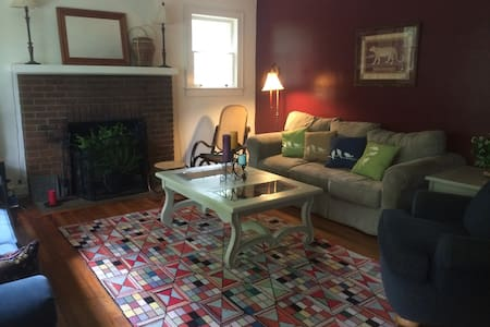 Orchard Lane Cottage - Hendersonville - Casa