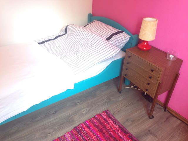 Süßes Zimmer in Villa, zentral - Heide - Appartement