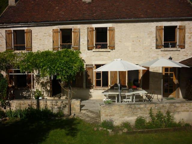 Gîte Joli entre Chablis et Vézelay - Châtel-Censoir - Huis