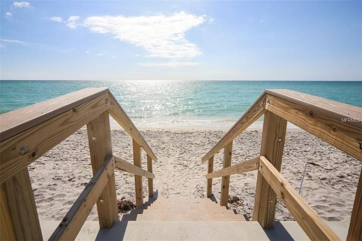 AVAIL NOW- 2/2 ALL INCLUSIVE ON BEACH,HEATED POOL!