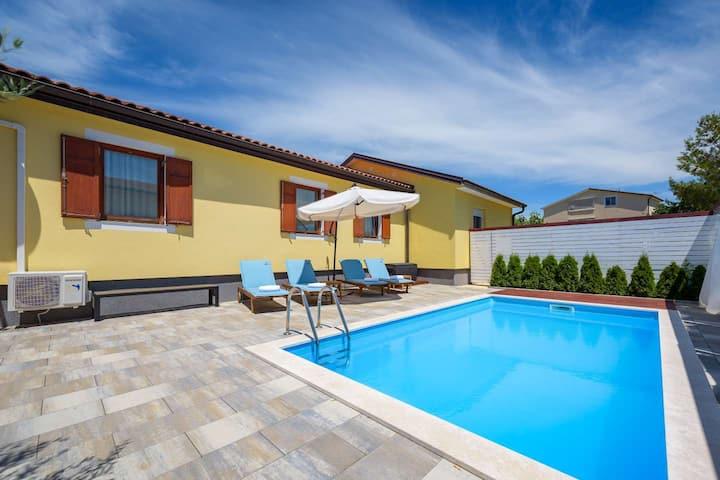 Charming holiday home Katti  with pool near Umag