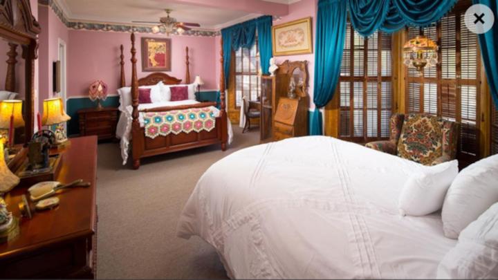 Pearl Room