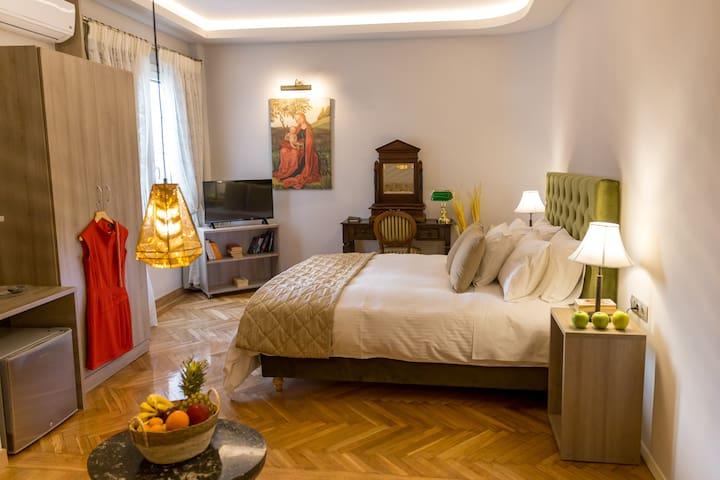Hermes-30m2 Deluxe Room