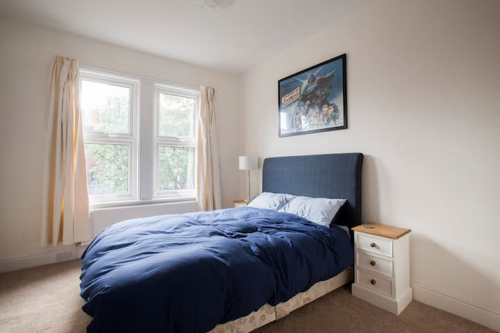 Large Double Room in Town Centre - Darlington - Casa