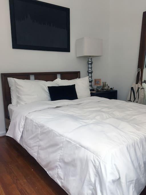 Bedroom 2, 11' x 9.5'
