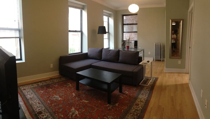 Sunny 2br condo for 1-4 travelers! - New York - Appartement en résidence