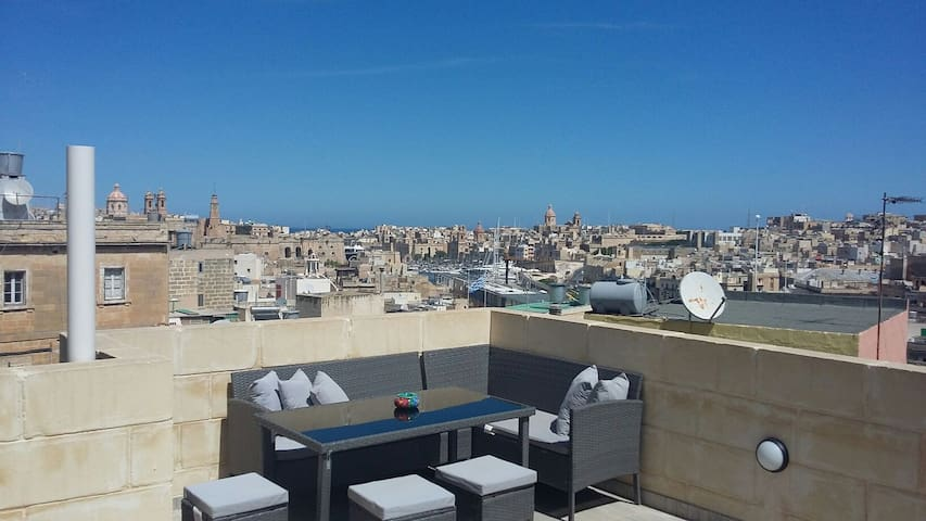 Cospicua (bormla) maisonette with marina view