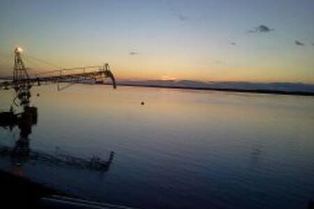 Casa a la vera del río Paraná