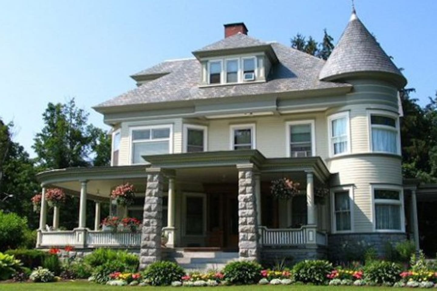 Cornerstone Victorian Bed and Breakfast is the home of the famous Five Course Gourmet Breakfast.  Daily homemade dessert available with complimentary beverage pantry.  In the heart of the Adirondacks, close to Lake George, Saratoga, & Gore Mountain.