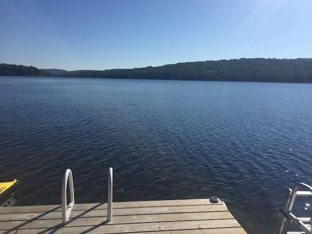 Leslie Lake - Beautiful lake home - Campbell's Bay