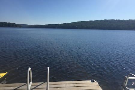 Leslie Lake - Beautiful lake home - Campbell's Bay - Kisház
