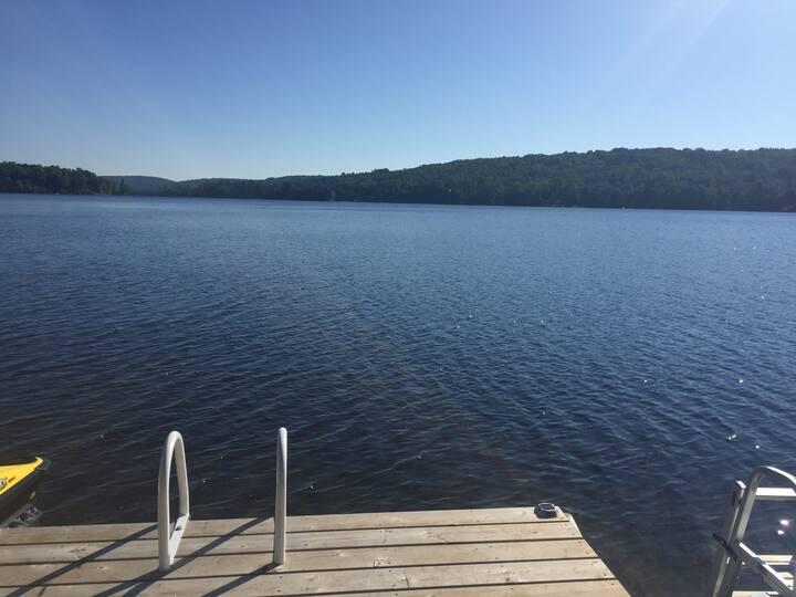 Leslie Lake - Beautiful lake home