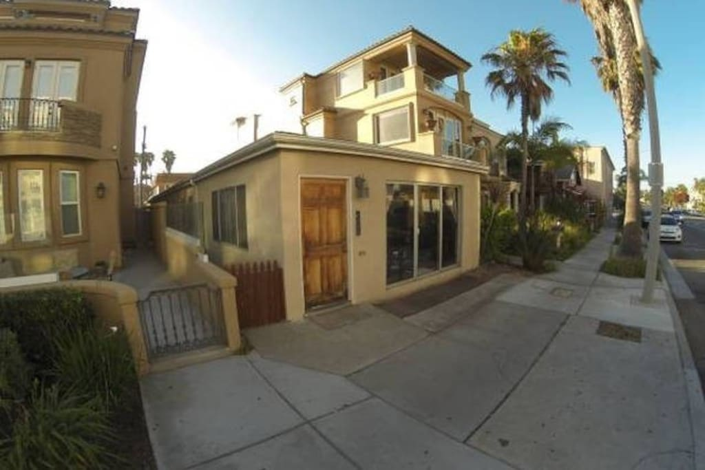 Relax At The Beach 2 Bedroom Apartments For Rent In
