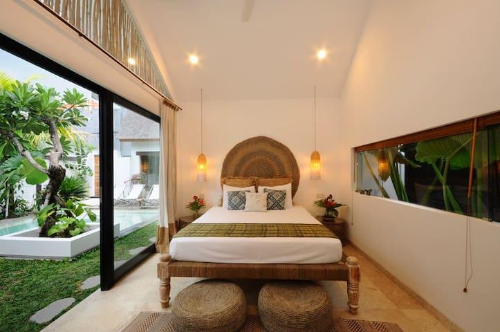 Bungalow2 VillaOceans. Luxury in Canggu, Bali