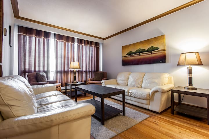 LARGE HOME, 3 BED ROOM, SUPER CLEAN IN MONTREAL - Montréal - Rumah