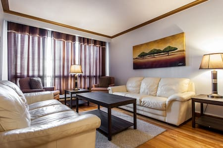 LARGE HOME, 3 BED ROOM, SUPER CLEAN IN MONTREAL - Montréal - Talo