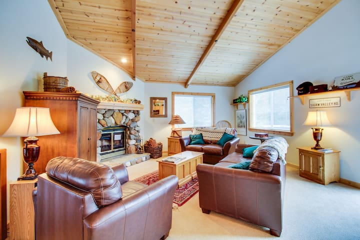Comfortable home w/ valley views - easy access to year-round outdoor activities