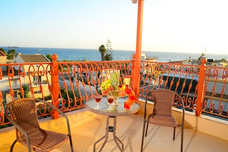 A lovely place for two with sea view