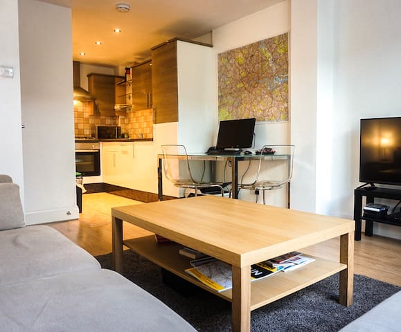 Modern and spacious 2 bedroom apartment - Sleeps 4